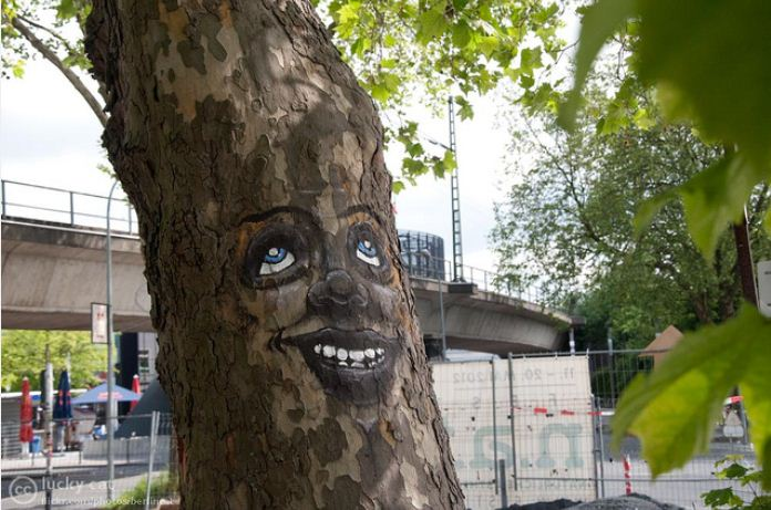 smiling_tree_picture.jpg