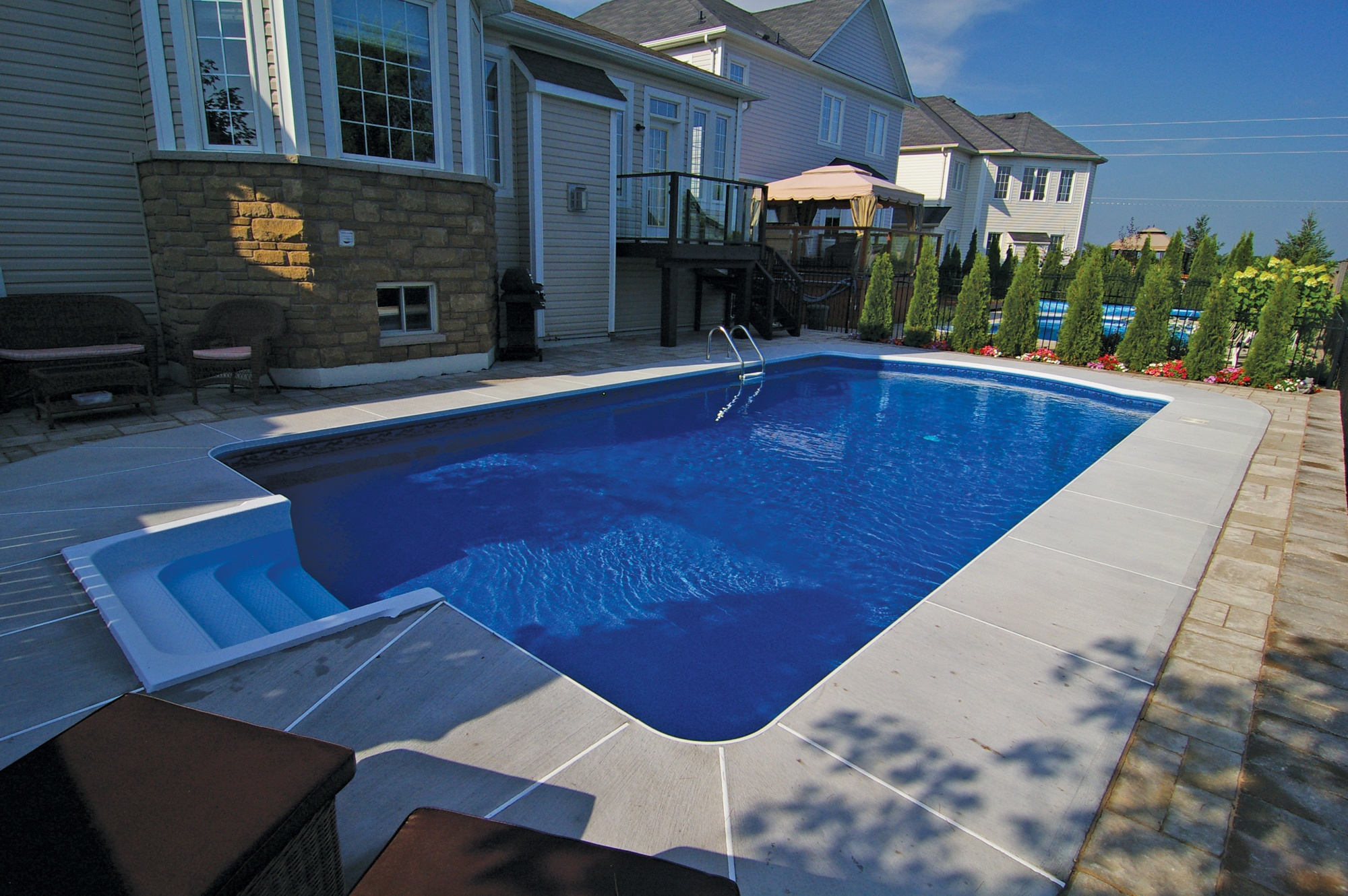 3 Top Benefits of a Polymer Wall Swimming Pool