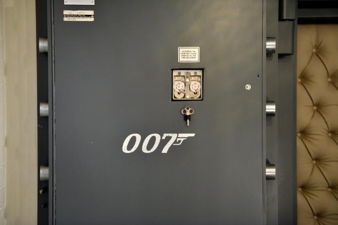 resize-bond-door1
