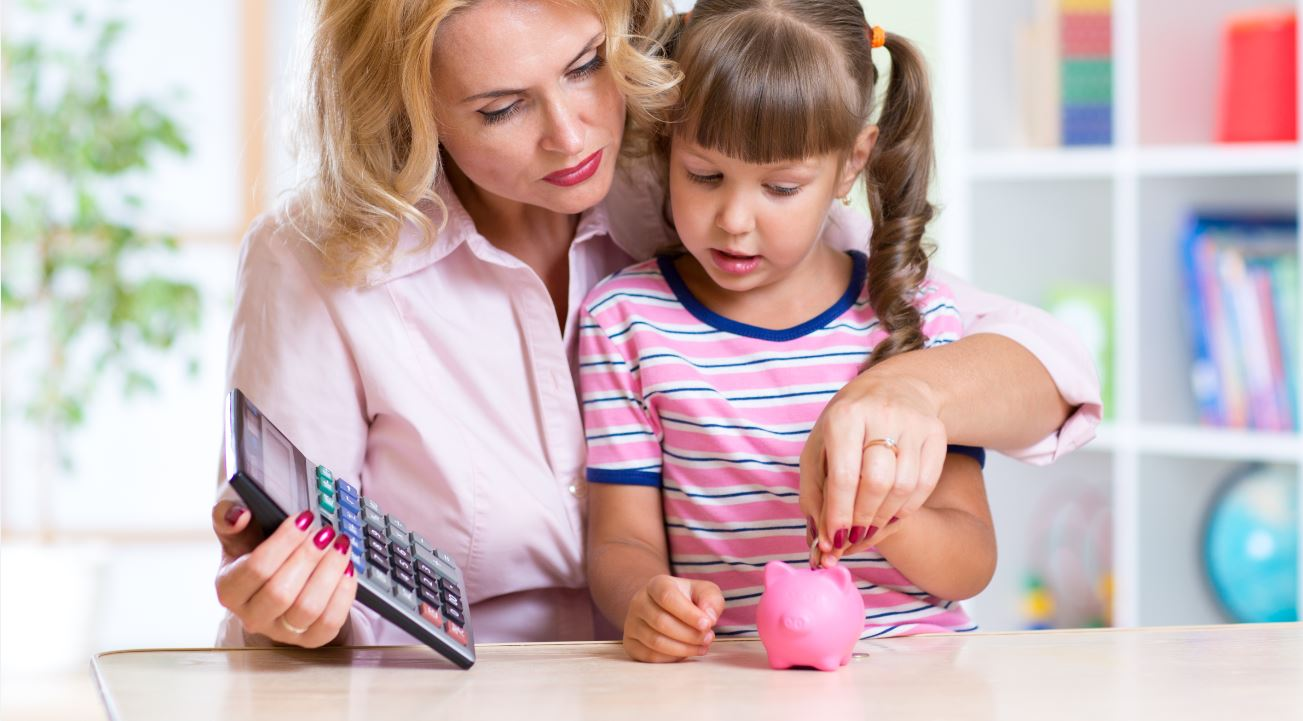 Here's How to Talk to Your Kids About Money Management (Infographic)