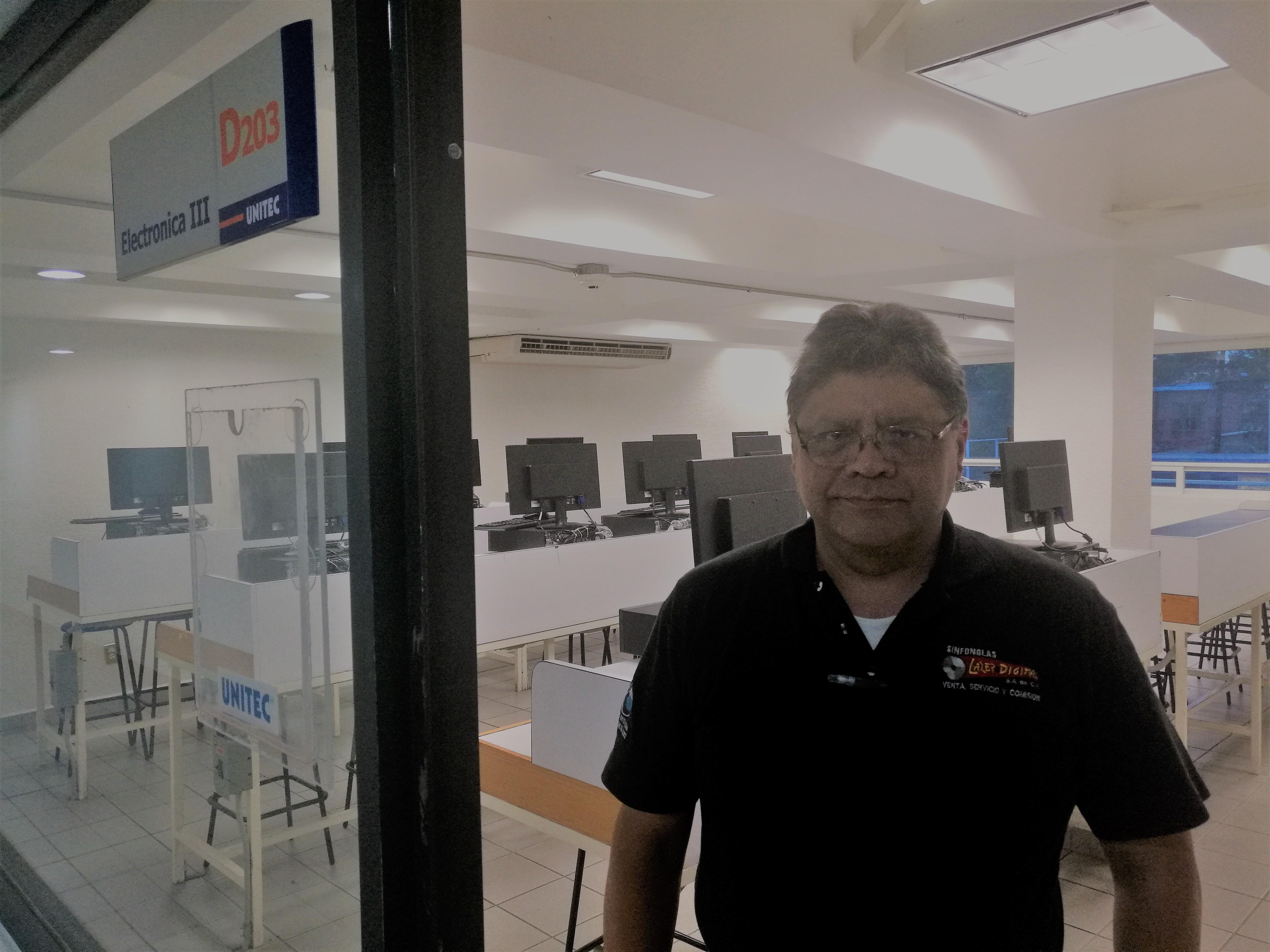 Profesores UNITEC: Froylan Jurado, orgullosamente Ingeniero UNITEC