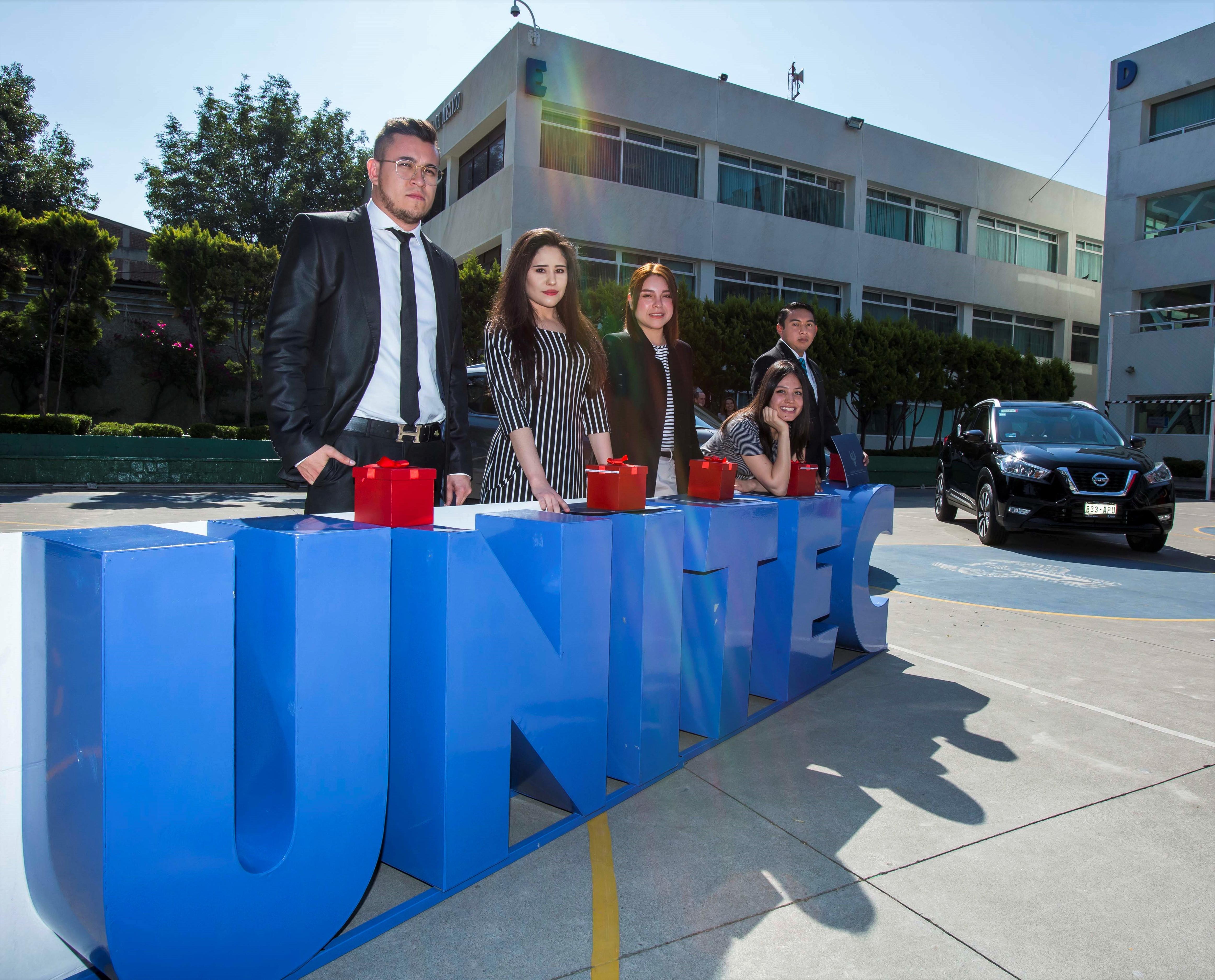 Nissan y UNITEC reconocen el talento universitario de 10 estudiantes