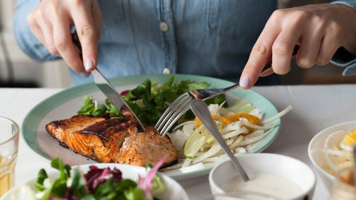 Cuántos alimentos se recomiendan al día y por qué