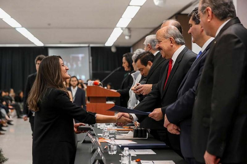 Estudiantes UNITEC reciben Premio CENEVAL al desempeño de Excelencia EGEL