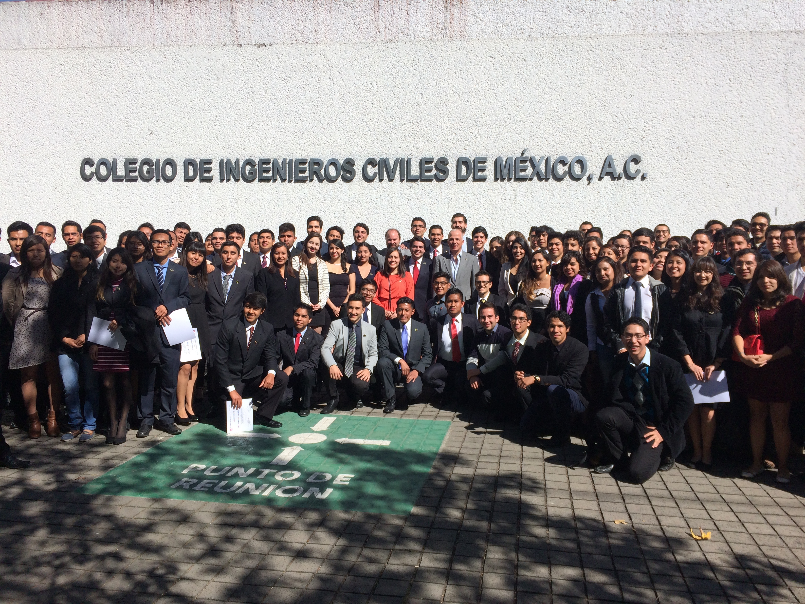 Ingenieros UNITEC toman protesta en el Colegio de Ingenieros Civiles