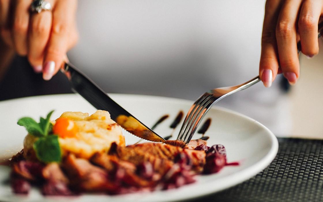 Modales en la mesa: 5 reglas de etiqueta a nivel internacional