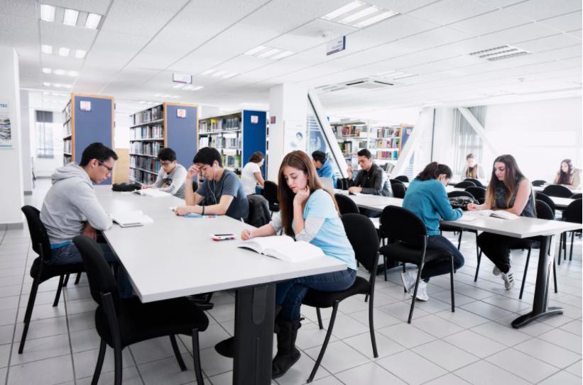 Estudiantes colocan en segundo lugar nacional a la UNITEC por sus resultados de EGEL