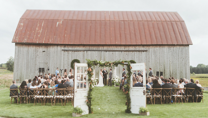 Outdoor Summer Barn Wedding | BBJ Linen