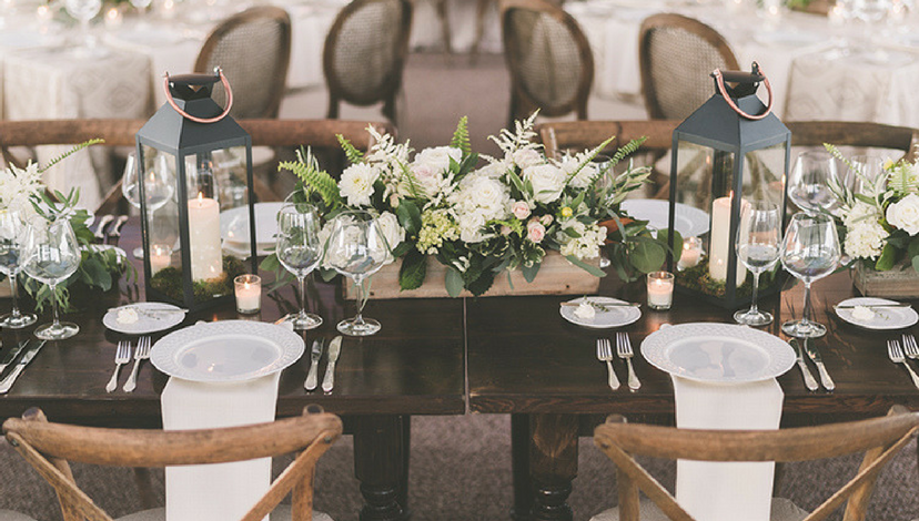 Dark Wood + White Napkins | BBJ Linen