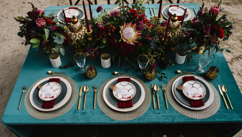 05-formal-beachside-wedding-table.png