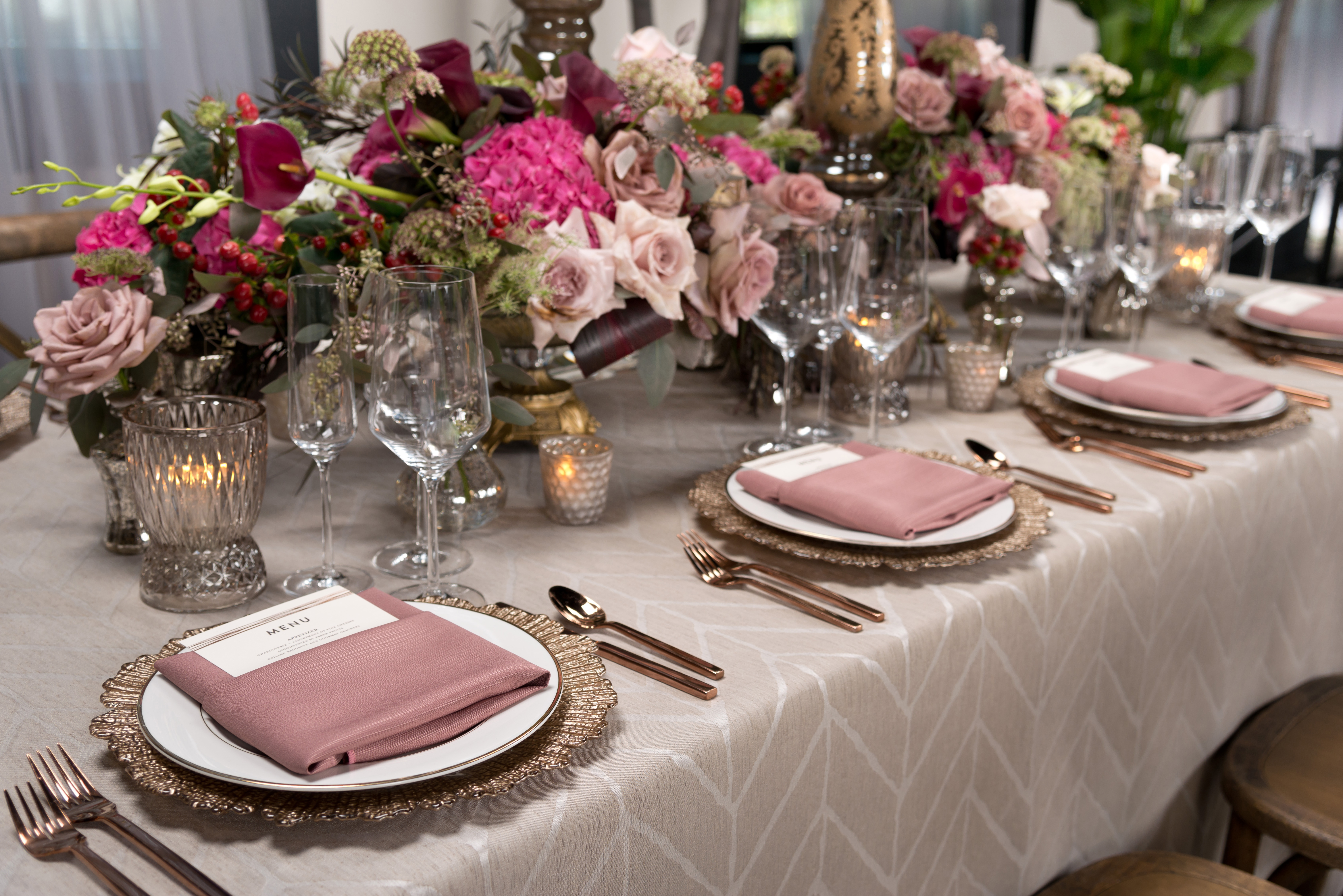 BBJ Linen Everlast Kehoe Collection - Sand Enzo Tablescape