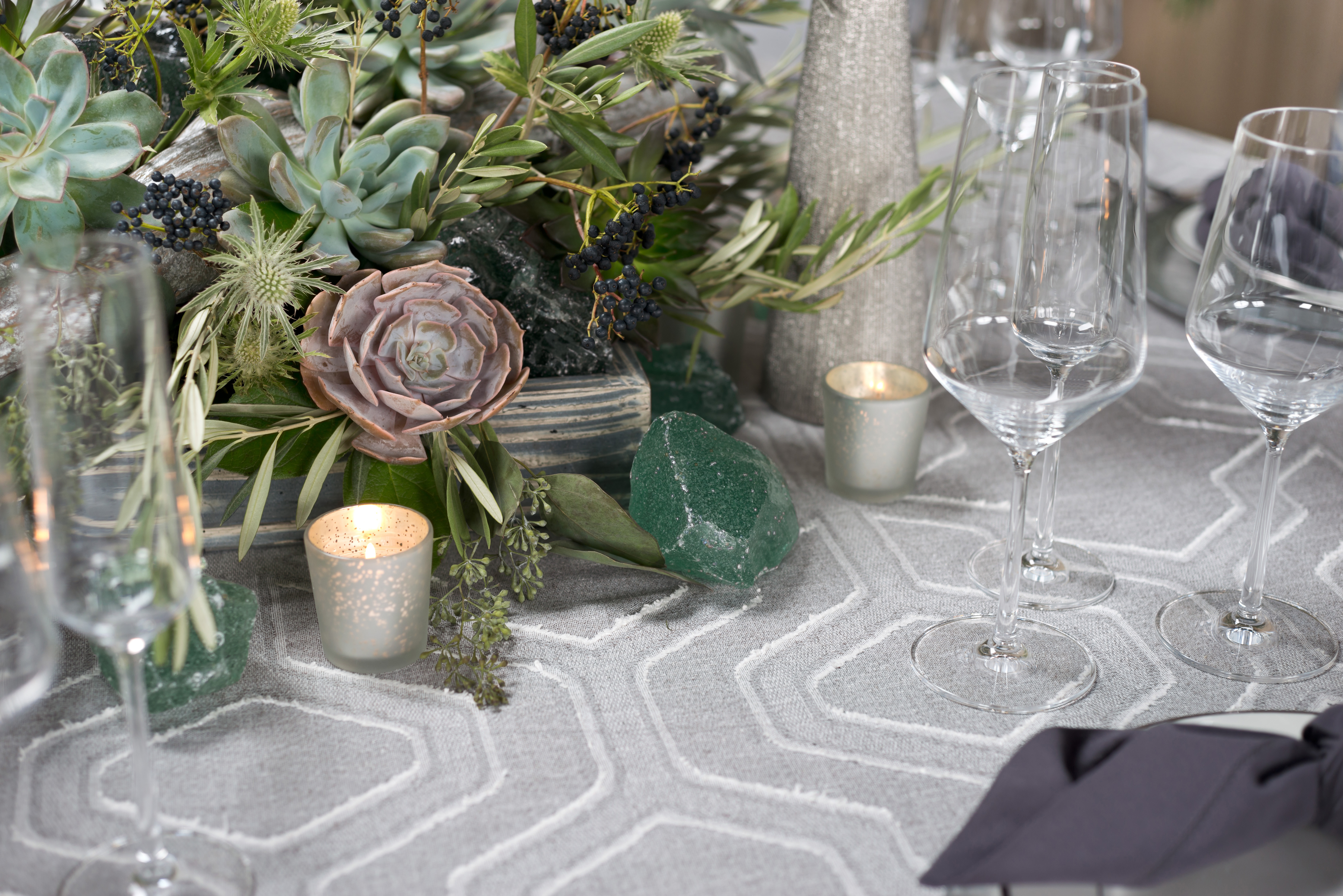 BBJ Linen Everlast Kehoe Collection - Silver Angelina Tablescape