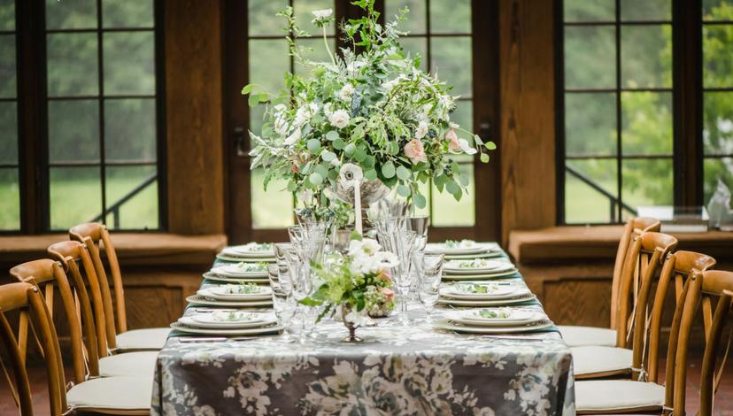 Hemlock Green Floral Tablesetting