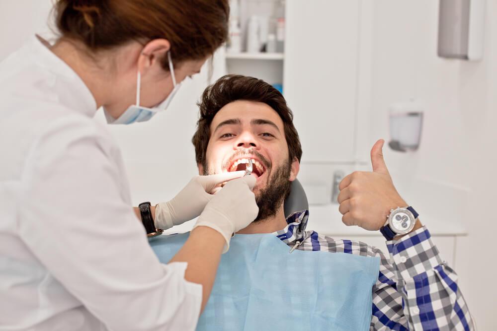 รากฟันเทียม