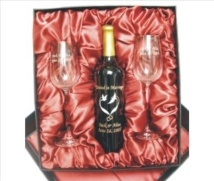 engraved_wine_bottle_giftset_with_glasses