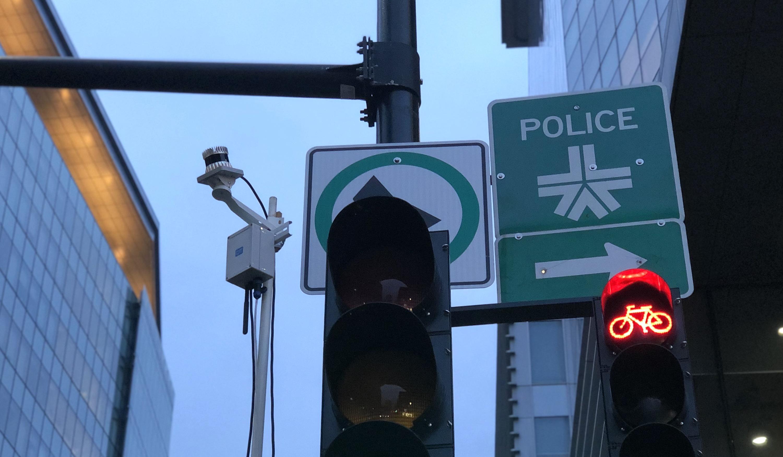 Lidar sensor on a pole next to a traffic light
