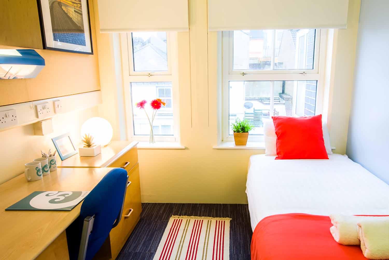 Brighton_Acc_Pheonix Halls of Residence_Bedroom_01