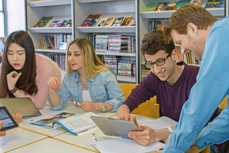 Brighton_School_Learning centre_Students_04
