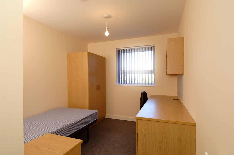 Cambridge_Acc_Sedley Court_Bedroom_01