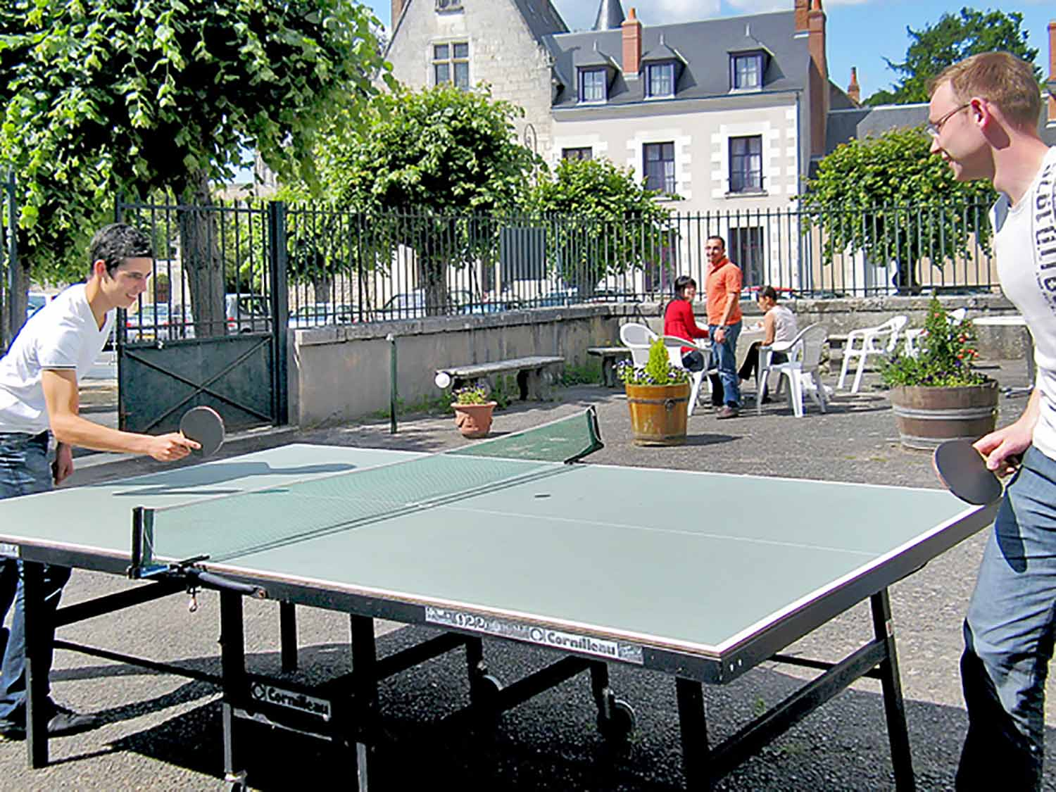 Amboise_School_Surroundings_01_Preview_large