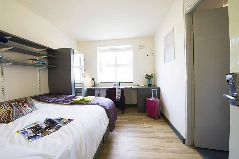 Galway_Acc_Corrib Village_bedroom