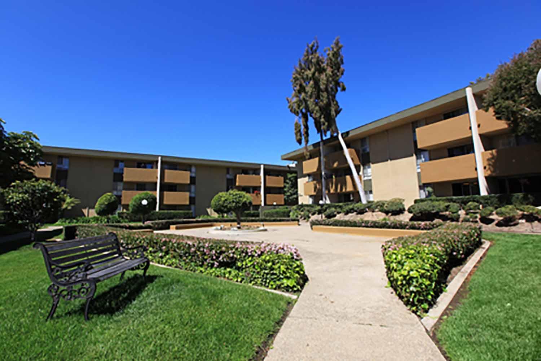 San Diego_Bay Pointe Apartments_Exterior_01