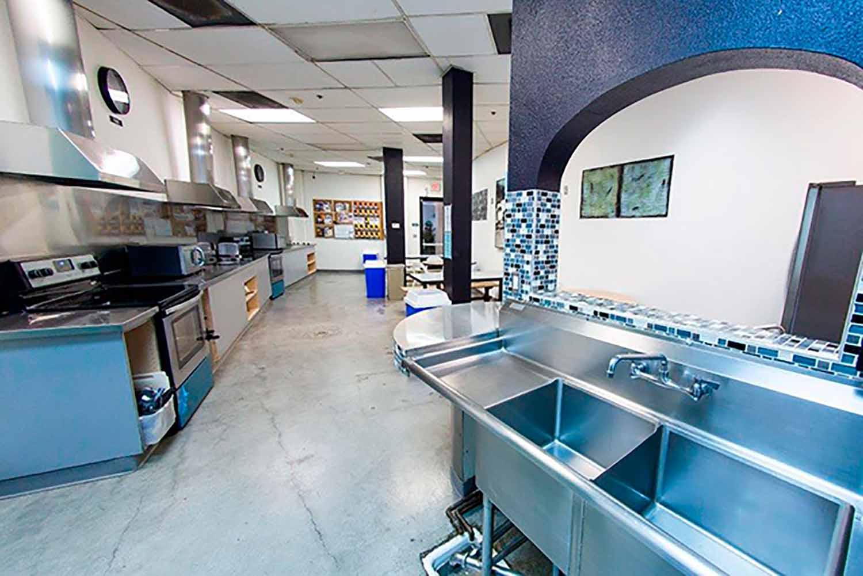 San Diego_Acc_Vantaggio Suites_Kitchen_02