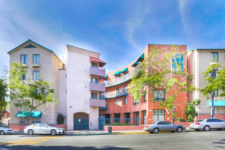 San Diego_Vantaggion Suites_Exterior_02