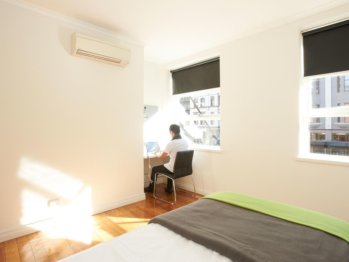 sydney_acc_link2_residence_bedroom_01