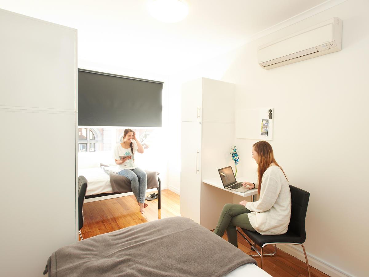 sydney_acc_link2_residence_bedroom_02