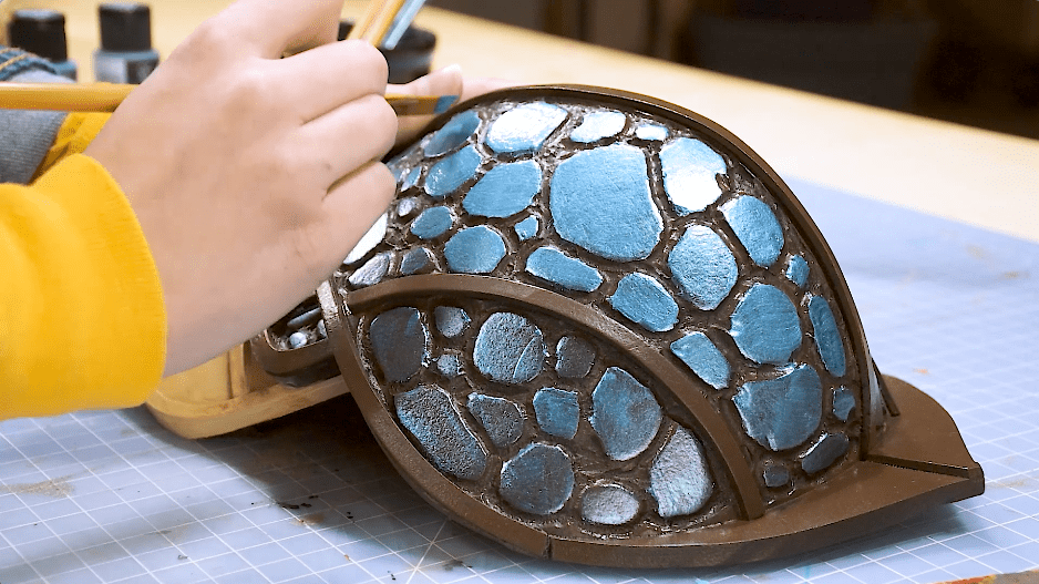 Painting foam scale armor with acrylics for cosplay
