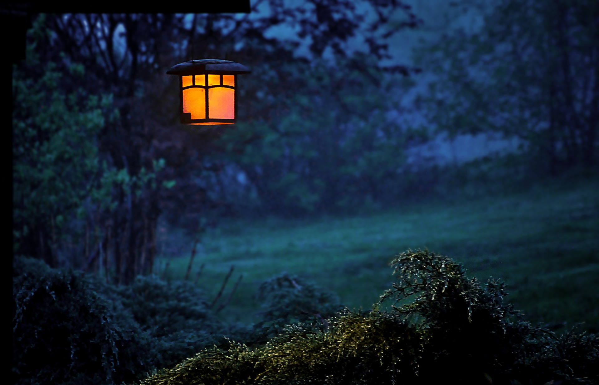 garden-lamp-backyard-light