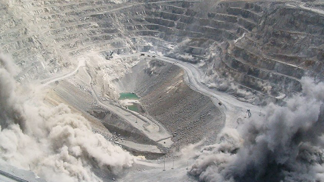 In this blog post, we take a look at the sources of dust in open-pit mines plus some of the most effective control measures mine should be implementing.