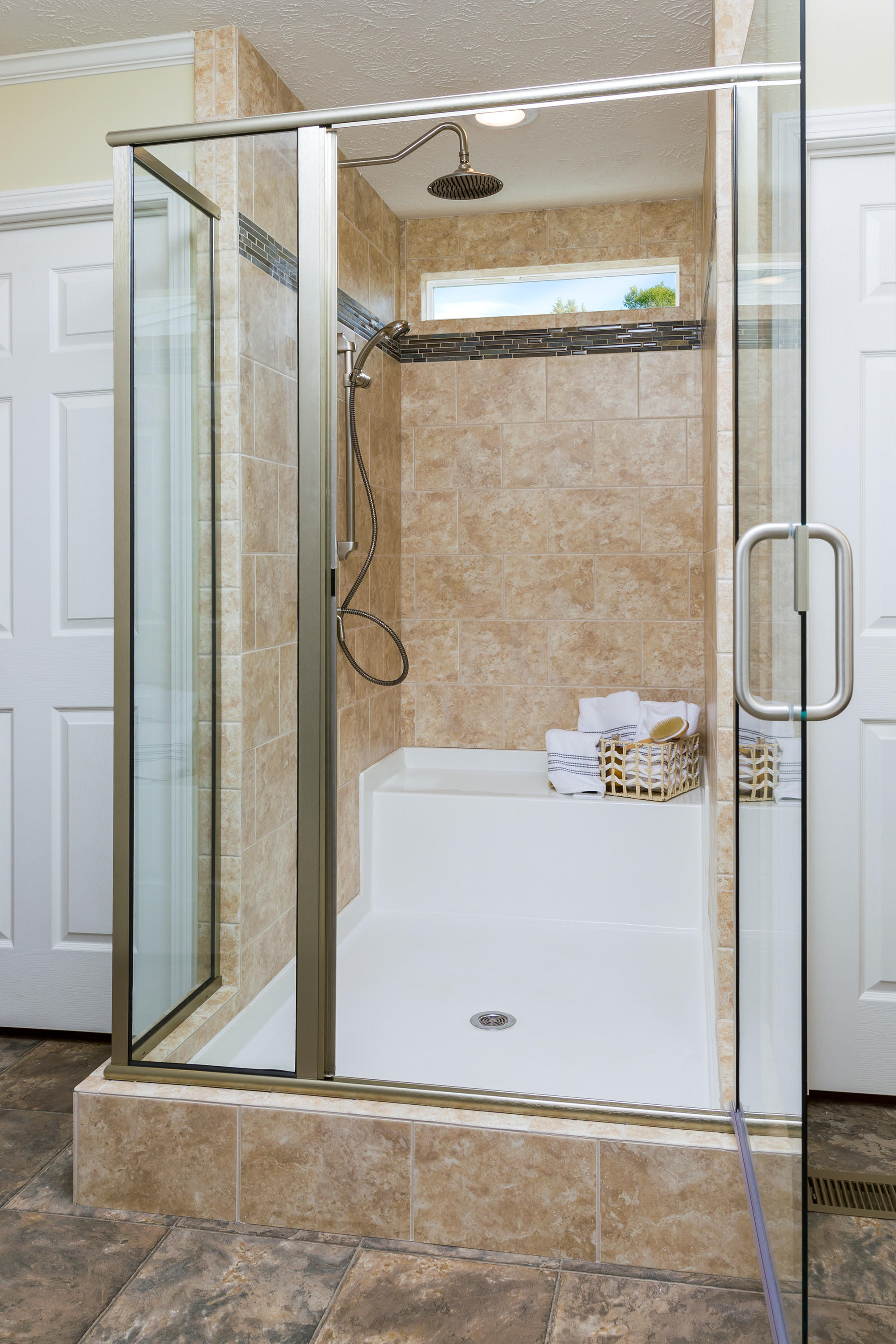 7 shower designs for your clayton bathroom clayton blog for Showers for mobile homes bathrooms