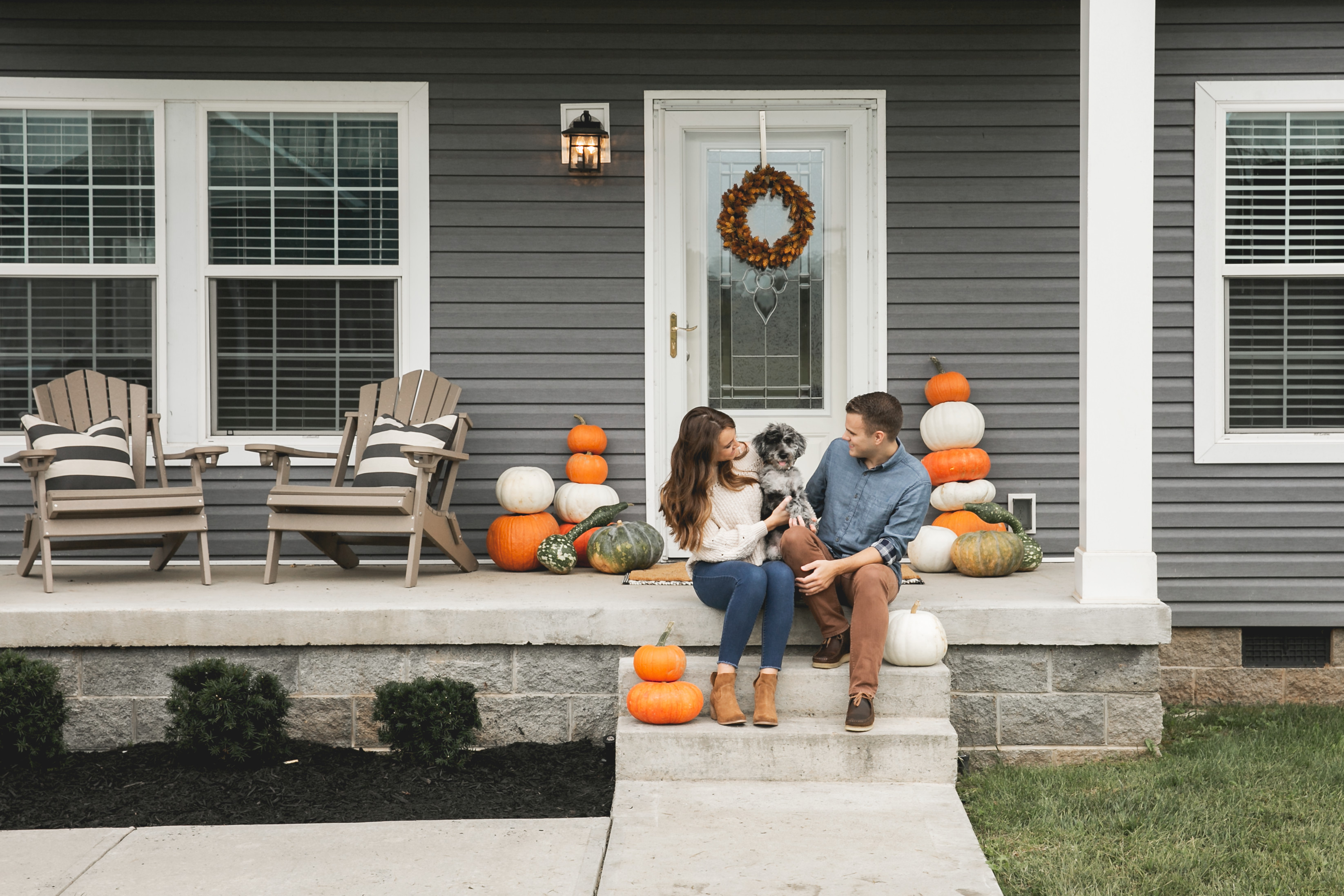 Manufactured home exterior decorated for fall