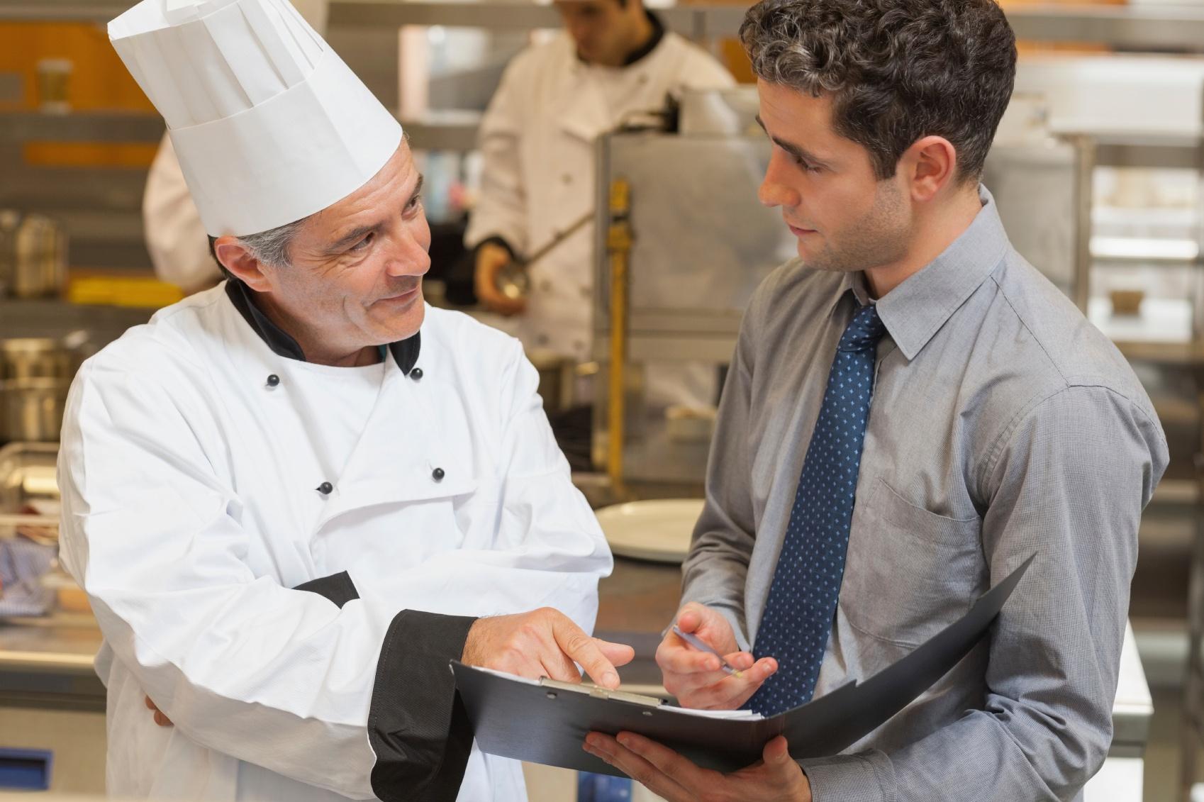 Cuál es la misión de un jefe de cocina?