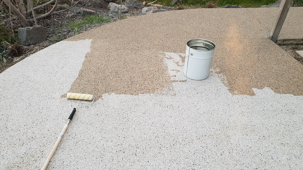 There's a range of concrete sealers available, each with different characteristics. Here's the differences between acrylic, epoxy and polyurethane sealers.