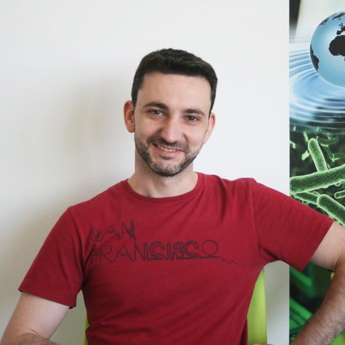 Guillermo Cebrián, Profesor ayudante Doctor de la Universidad de Zaragoza, Veterinario y Tecnólogo de Alimentos