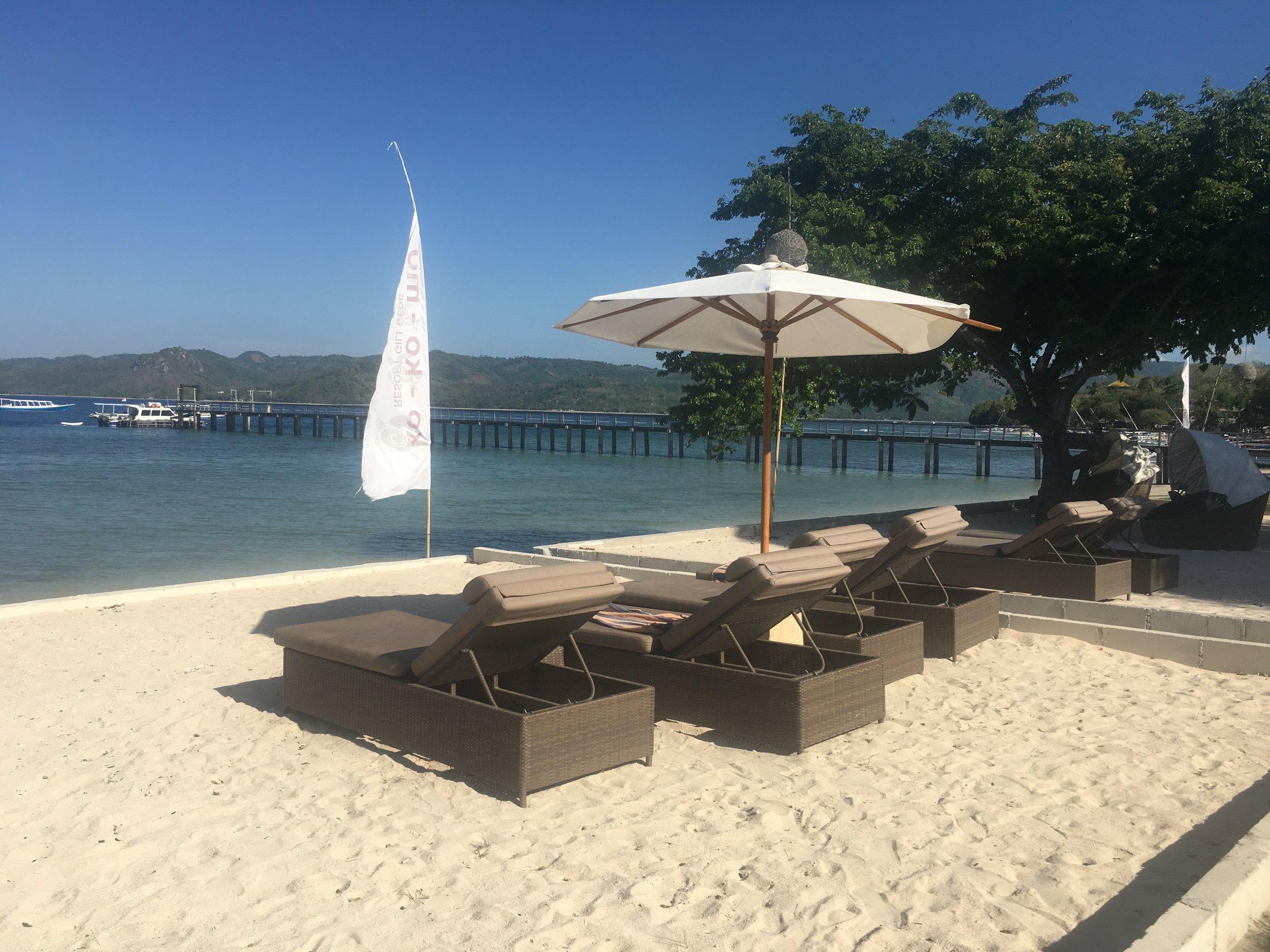 Kokomo Gili Gede - the immaculately kept hotel beach