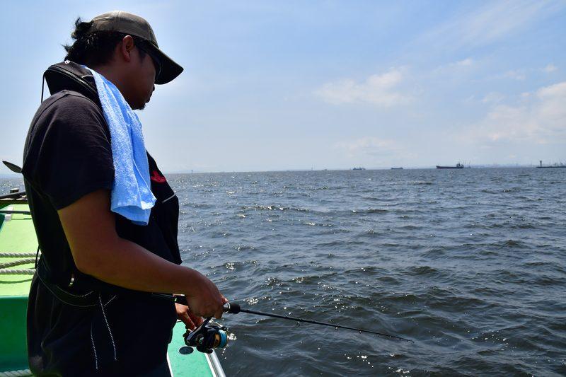 【東京湾の餌木タコ(エギタコ)入門】餌木タコ専用ロッドにスピニングを組み合わせていた砂川さん