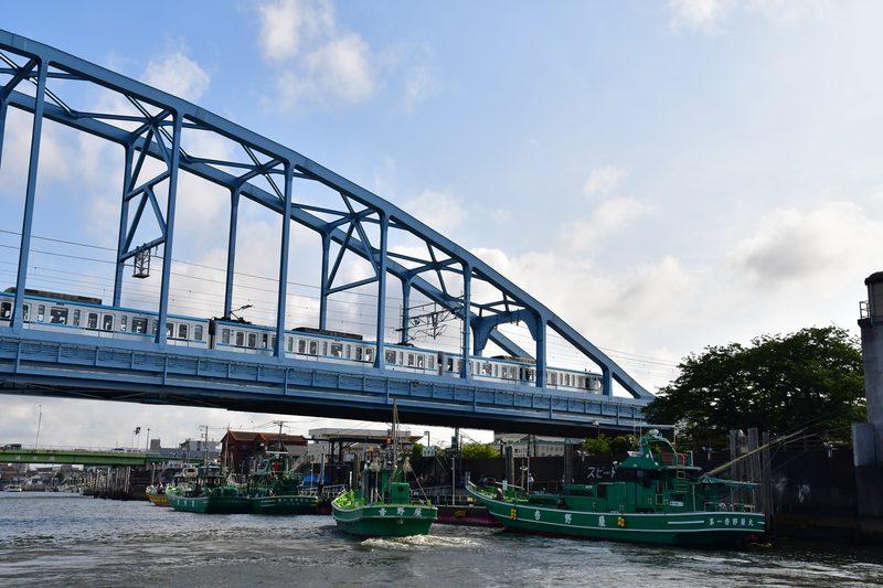 【東京湾の餌木タコ(エギタコ)入門】緑の大型船
