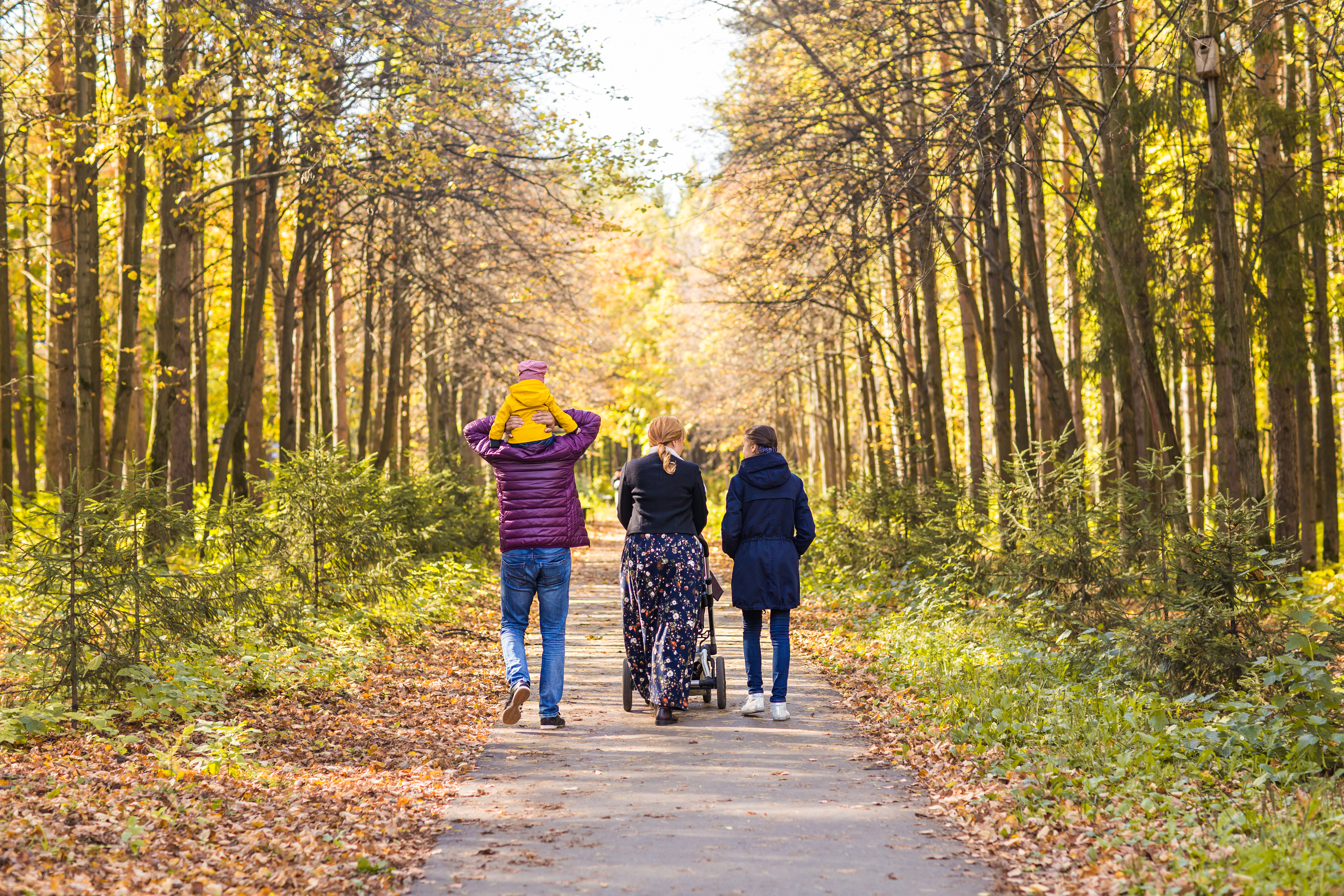 family-on-walk-in-countryside-PHPDPGE (1)