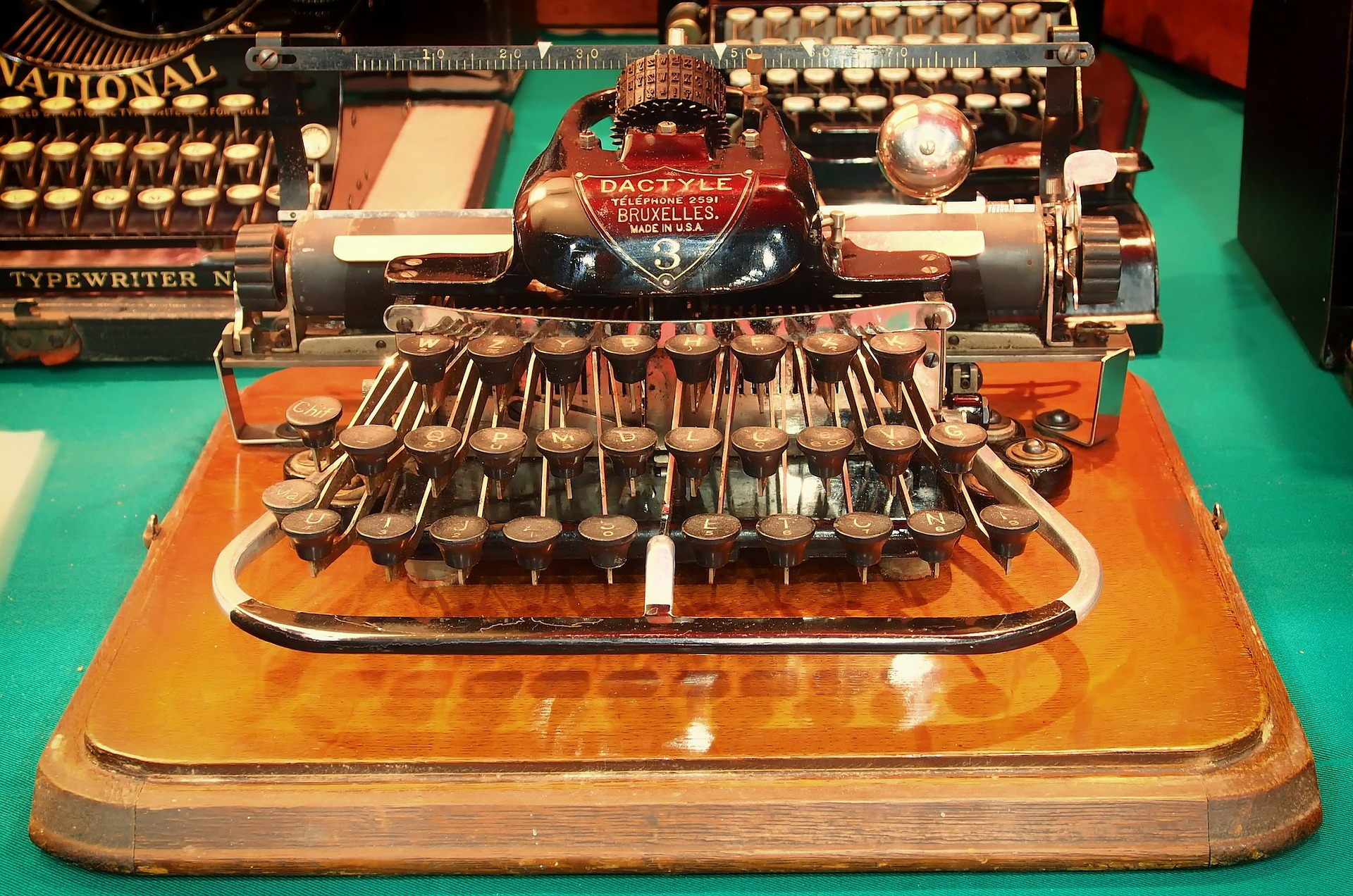 typewriters-345699_1920.jpg