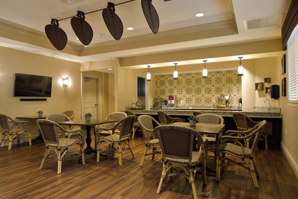 Assisted living and memory care in tampa florida for Dining at at t park