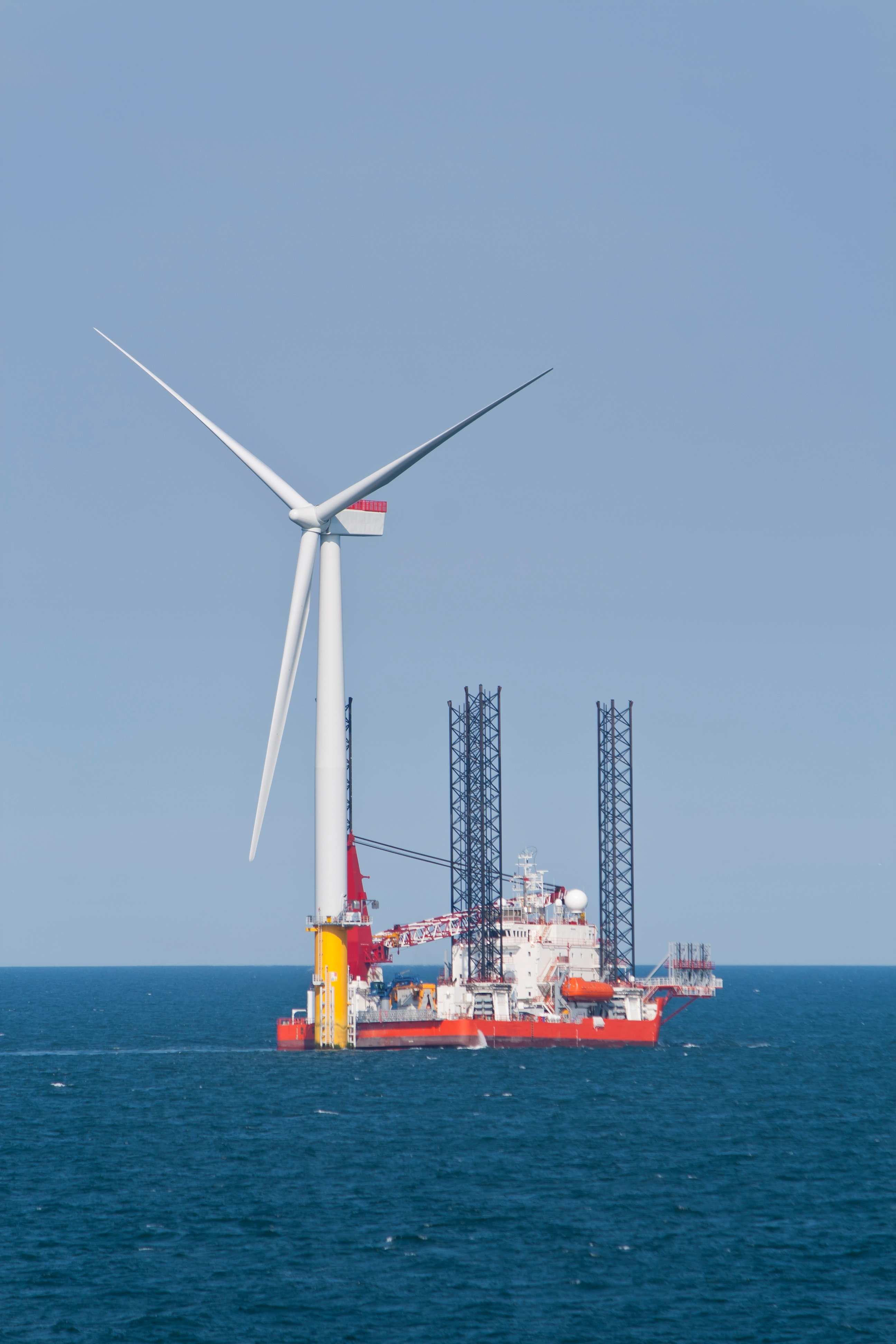 Wind_Turbine_Offshore_Under_Construction.jpg